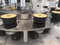 Sistema di movimentazione piattelli portabottiglie con camma a doppio profilo in bagno d' olio o con movimentazione a controllo elettronico MP
