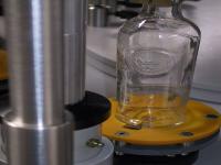 Orientamento meccanico di tacche sul vetro (laterale o sul fondo)