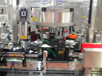 Automatic synchronised system for the spinning or heat-shrinkage of the capsules.